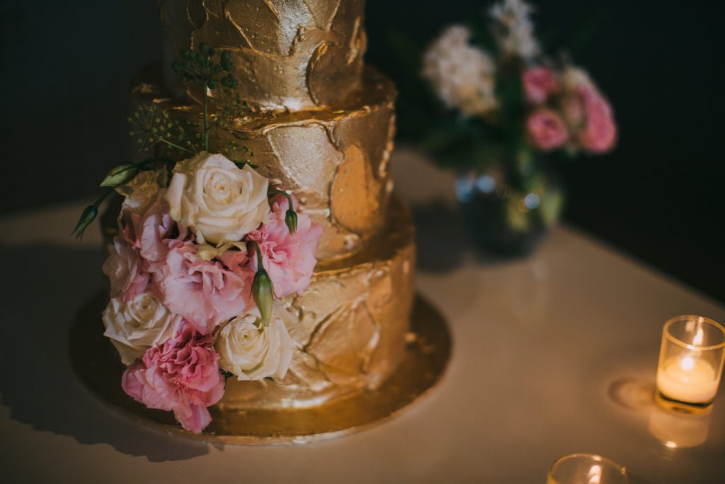 rebellyous-cake-co-wedding-cakes-byron-bay-Maegan&Cameron-Osteria-goldcake